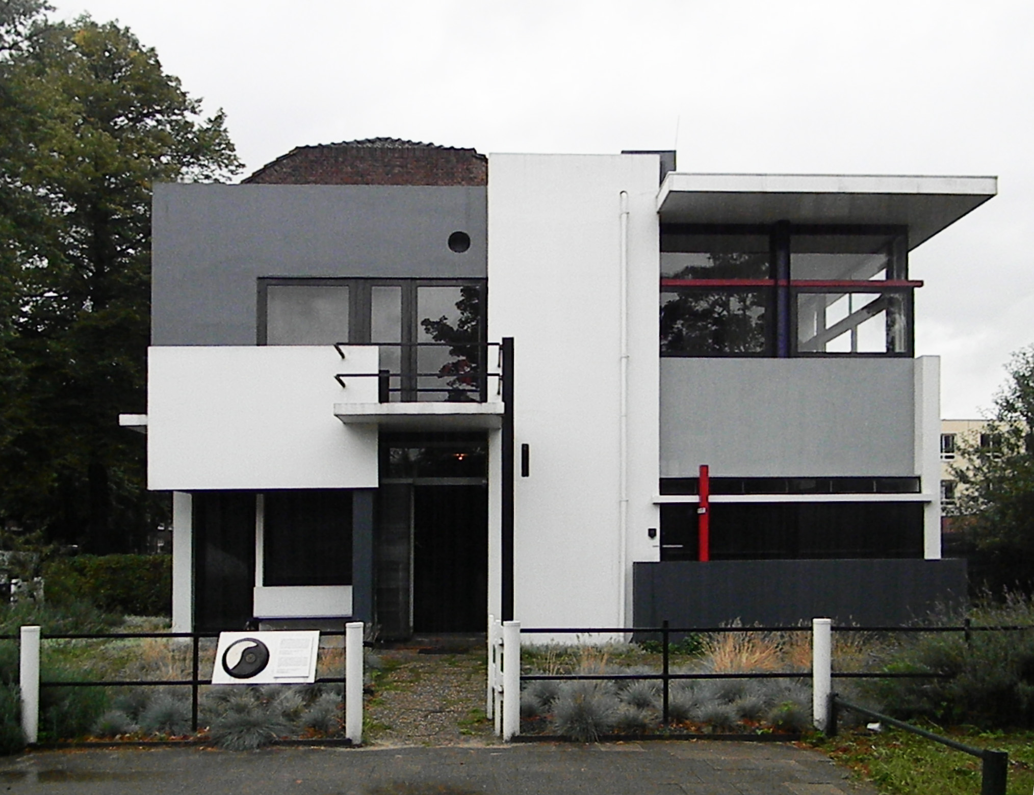 schroder house Other articles where schroeder house is discussed: de stijl:principles in his work the schröder house in utrecht (1924), for example, resembles a mondrian painting in the severe purity of its facade and in its interior plan.